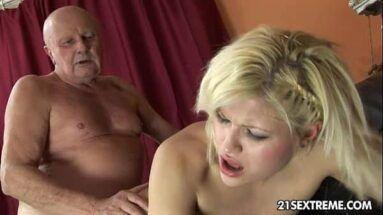Filmes pornos de avô comendo netinha safada