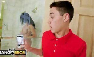 Prima amadora transando escondido no banheiro acabou no xvideos